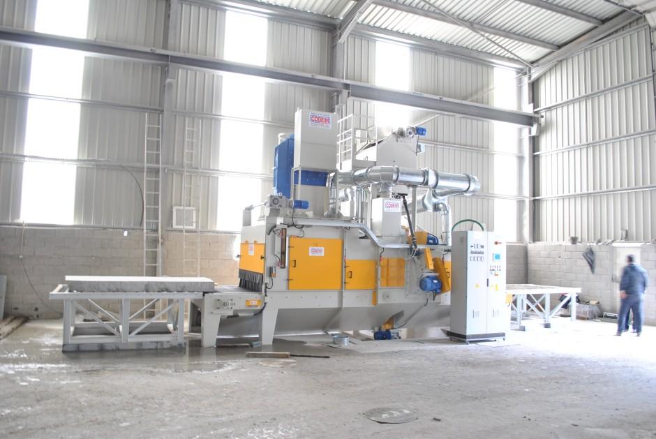 1) Granalhadora STL A 1500 3+1TR